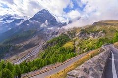 montañas de la dolomía fotos de archivo