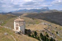 Montañas de la iglesia y del laga de Santa María Fotos de archivo