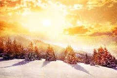 Montañas de la magia del invierno Foto de archivo
