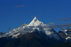 Montañas de la nieve de Mainri fotos de archivo