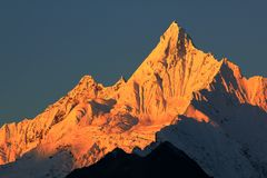 Montañas de la nieve de Meili Fotos de archivo libres de regalías