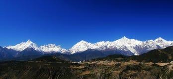 Montañas de la nieve de Meili Imagenes de archivo
