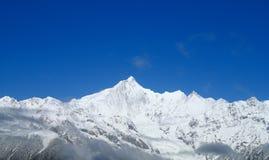 Montañas de la nieve de Meili Imagen de archivo