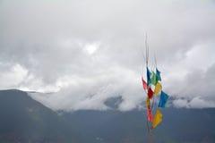Montañas de la nieve del karpo de Kawa cubiertas por la nube Imágenes de archivo libres de regalías