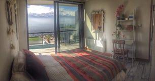 Montañas de la opinión del dormitorio Fotos de archivo