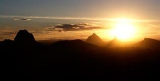 Montañas de la puesta del sol Fotografía de archivo