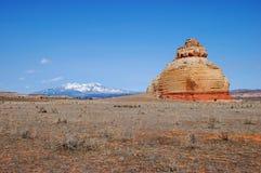 Montañas de la sal del La y la roca sola Foto de archivo libre de regalías