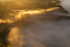 Montañas de la salida del sol Mañana Volcano Viewpoint de la naturaleza de Asia Senderismo de la montaña, pueblo de Bali del vall Fotografía de archivo libre de regalías