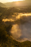 Montañas de la salida del sol Mañana Volcano Viewpoint de la naturaleza de Asia Senderismo de la montaña, pueblo de Bali del vall Imagen de archivo