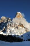 Montañas de las dolomías, el Tyrol del sur, Italia Della Pala o Cimone de Cimon con las nubes en Pale di San Martino Group Foto de archivo libre de regalías