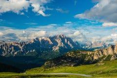 Montañas de las dolomías Italia imagenes de archivo