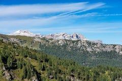 Montañas de las dolomías, Passo Valparola, Cortina d'Ampezzo, Italia fotografía de archivo