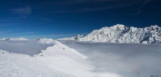 Montañas de las montañas del invierno Foto de archivo libre de regalías