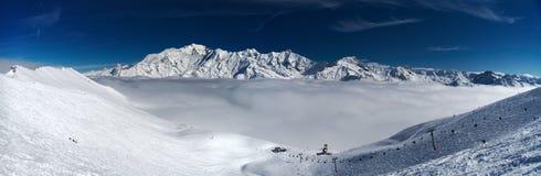 Montañas de las montañas del invierno Imágenes de archivo libres de regalías