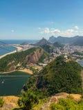 Montañas de las playas y ciudad de Rio de Janeiro en el Brasil imagen de archivo libre de regalías