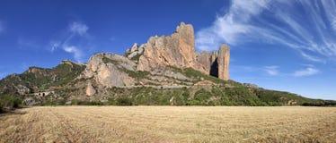 Montañas de Mallos de Riglos, tiro panorámico Imagenes de archivo
