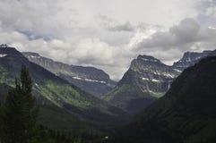 Montañas de Montana del Parque Nacional Glacier Foto de archivo libre de regalías