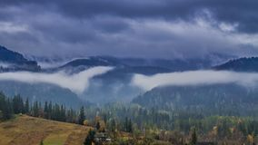 Montañas de niebla de Tatras en Zakopane, Polonia metrajes