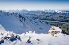 Montañas de Nueva Zelanda en invierno imagenes de archivo