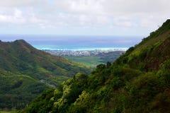Montañas de Oahu Pali de la opinión del valle imagen de archivo