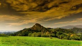 Montañas de Pieniny en otoño almacen de metraje de vídeo