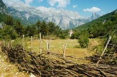 Montañas de Prokletije, Thethi, Albania Foto de archivo