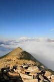 Montañas de Pyrenees en nubes Fotografía de archivo