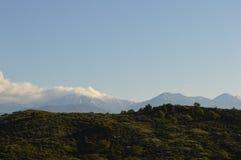 Montañas de San Gabrial detrás de las colinas Imagen de archivo libre de regalías