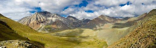 Montañas de Sayan Imagen de archivo libre de regalías