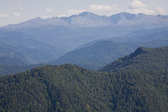Montañas de Sayan. Rusia. Visión desde el paso. Fotografía de archivo libre de regalías