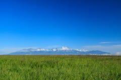 Montañas de Tatra de una distancia. Foto de archivo libre de regalías
