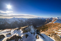 Montañas de Tatra en invierno nevoso Imagen de archivo