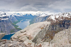 Montañas de Trolltunga - de Skjeggedal - Noruega Imagen de archivo libre de regalías