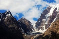 Montañas de Tuomuer Imágenes de archivo libres de regalías