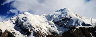 Montañas de Tuomuer Imagenes de archivo
