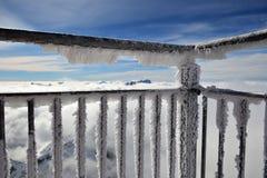 Montañas de un balcón escarchado Imagen de archivo