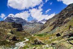 Montañas de Valtellina foto de archivo libre de regalías