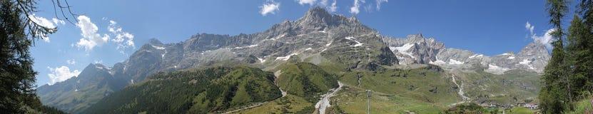 Montañas de Valtournenche Imágenes de archivo libres de regalías