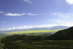 Montañas debajo de los cielos imágenes de archivo libres de regalías