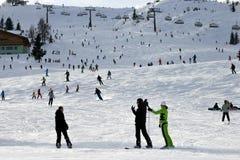 Montañas del austriaco del piste del esquí Foto de archivo