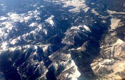Montañas del avión Foto de archivo libre de regalías