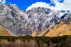 Montañas del Cáucaso hermosas, Georgia Foto de archivo libre de regalías