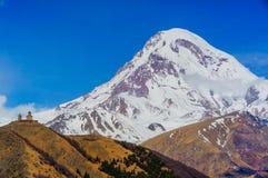 Montañas del Cáucaso hermosas, Georgia Imagen de archivo