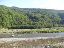 Montañas del Cáucaso, ríos y cascadas foto de archivo libre de regalías