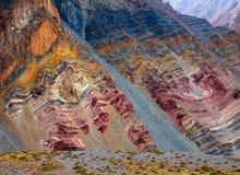 Montañas del color en el parque nacional del Aconcagua andes Imágenes de archivo libres de regalías