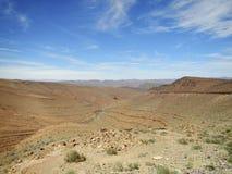 Montañas del desierto con las rocas acodadas Fotografía de archivo