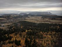 Montañas del falta-bloque de Sudety fotos de archivo