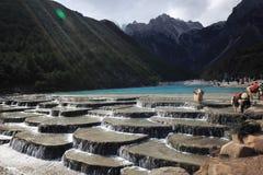 Montañas del lago y de la nieve Fotografía de archivo libre de regalías