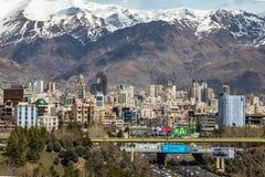 Montañas del norte de Teherán Alborz en primavera con nieve en el top Irán Foto de archivo libre de regalías