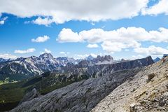 Montañas del paso de Giau en la luz del día fotografía de archivo